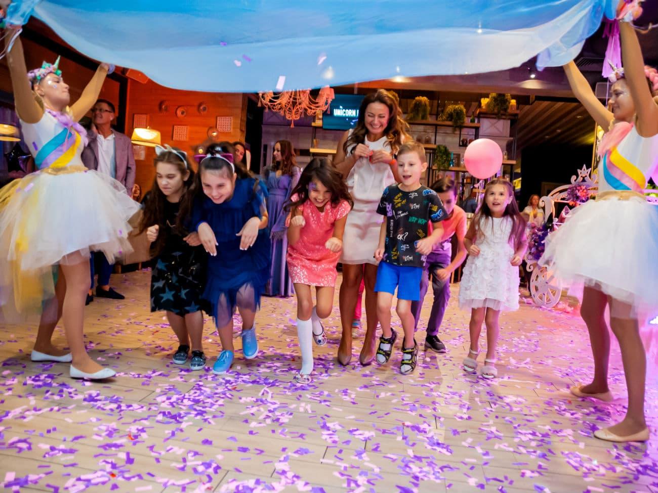 Веселые конкурсы на день рождении в стиле Единорог Пати