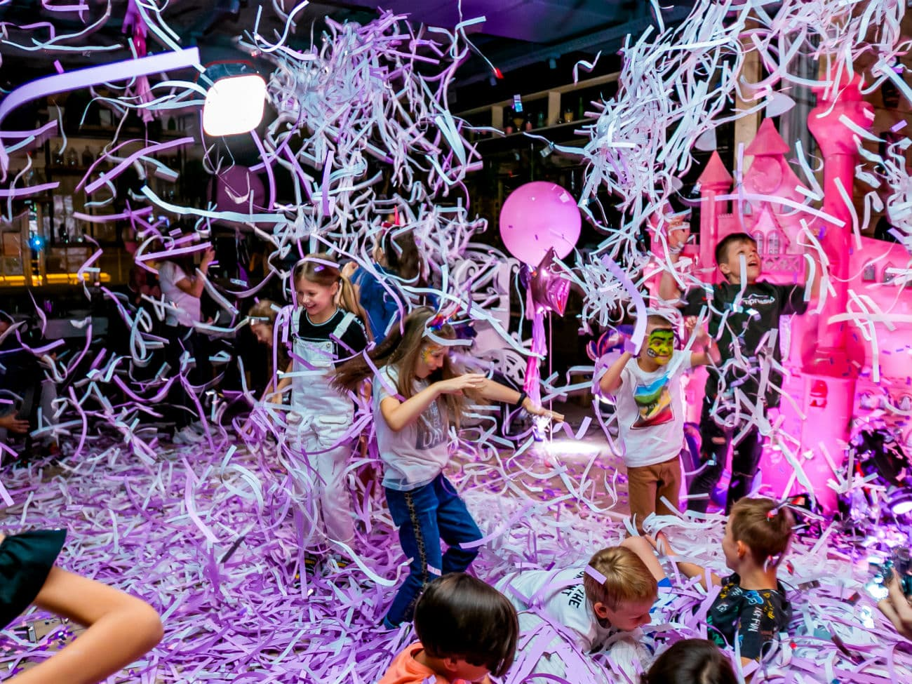 Бумажное шоу на детском дне рождении в стиле Единорог Пати