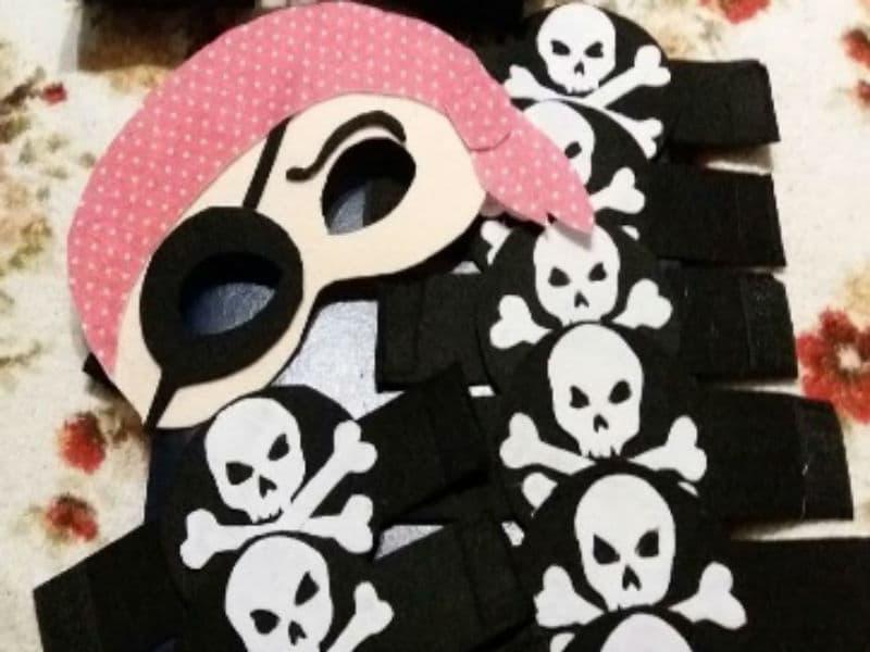 Пиратские маски из фетра с накладками на руки
