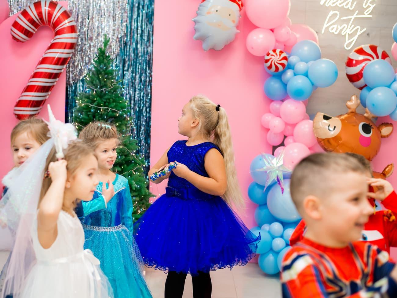 Красивые детки в новогодних костюмах