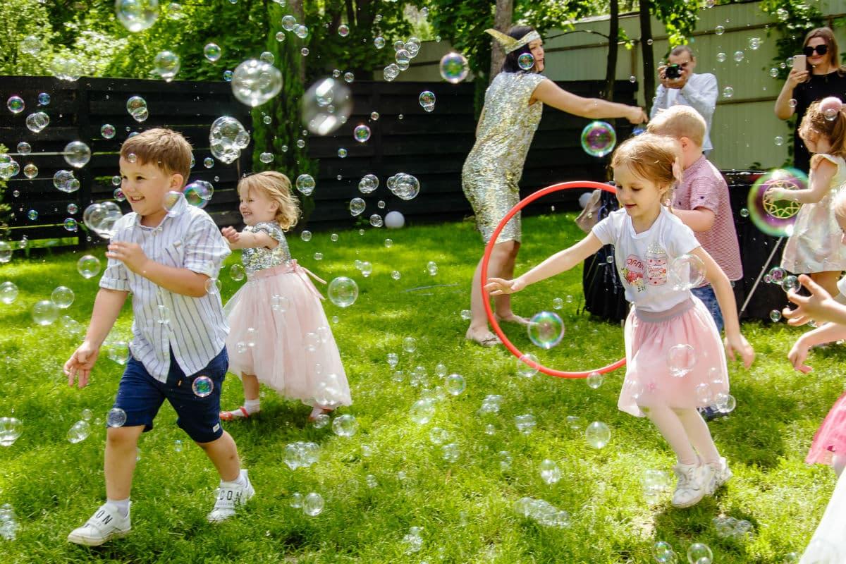 Шоу мыльных пузырей в Киеве
