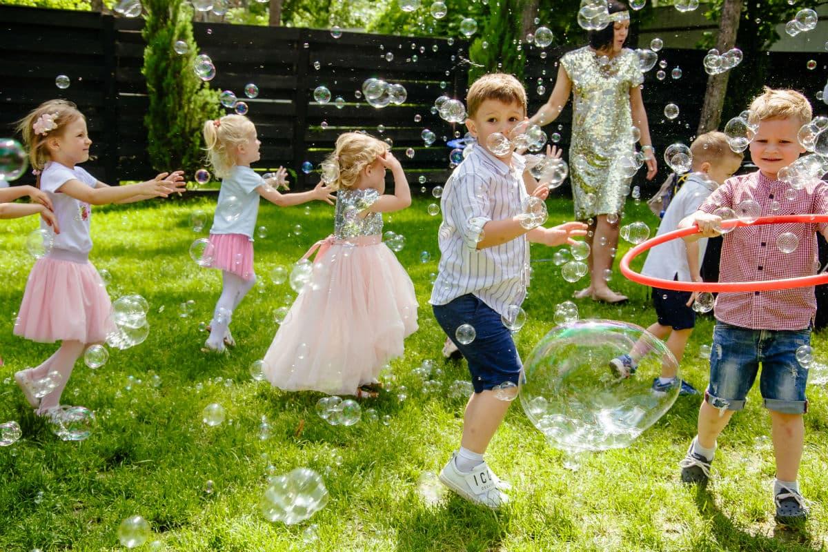 Шоу мыльных пузырей для детей – Организатор киевское ивент агентство «Syrup»