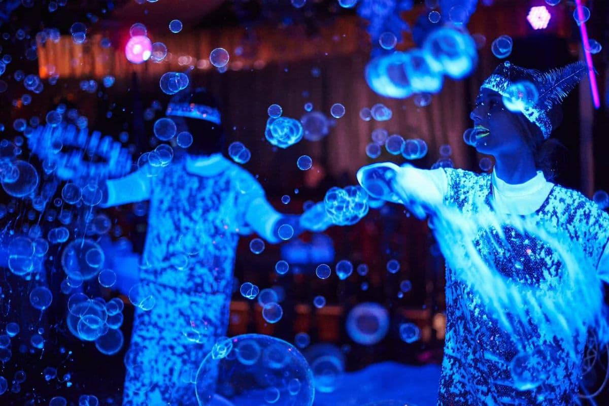 Шоу неоновых мыльных пузырей на праздник в Киеве