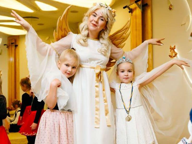 Помощница Святого Николая  Прекрасный Ангел с юными красотками
