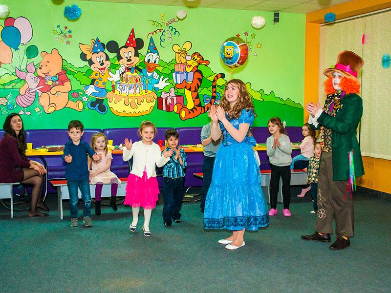 Детский день рождения с Алисой в стране чудес от Ивент агентства «SYRUP»