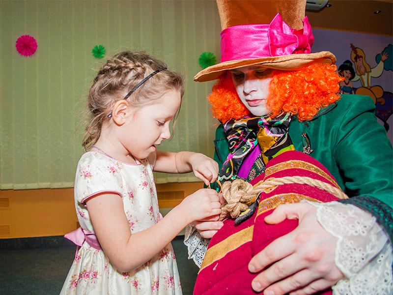 Отметить день рождения ребенка с Алисой в стране чудес