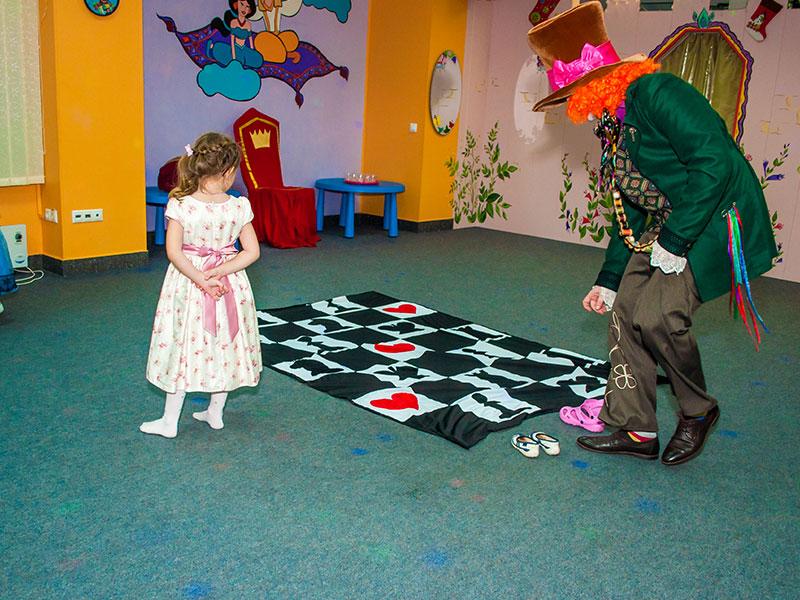 Праздник для детей с Алисой в стране чудес